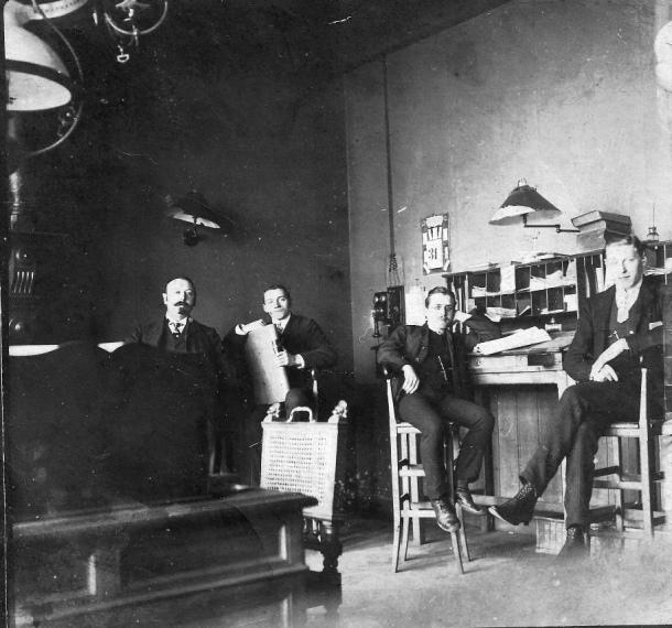 Un día en la oficina. 1910