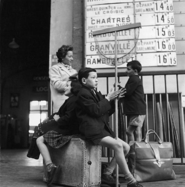 En la estación de Montparnasse. Robert Doisneau. 1956